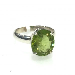 Preyas Peridot Ring oval