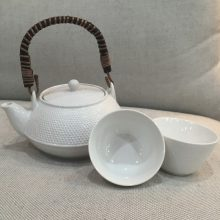 Teapot and 2 cup set